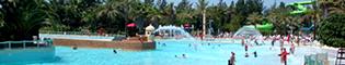 El Triángulo de las Bermudas: Disfruta como un niño en esta increíble piscina de olas de PortAventura Aquatic Park. Su arquitectura reproduce un fuerte español en el Caribe. Que no te asuste su nombre, no desaparecerás como en El Triángulo de las Bermudas.