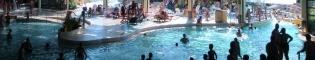 Piscina: ¿Te has bañado nunca bajo un increíble hidroavión? En PortAventura Aquatic Park puedes hacerlo! En la zona interior de El Gran Caribe se encuentra una gran piscina cubierta baja un gran hidroavión.