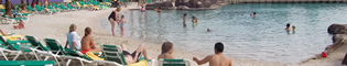 Piscinas: Descubre la enorme piscina del Hotel Caribe.